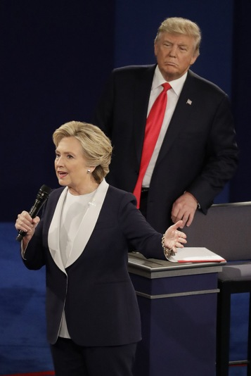 donald-turmp-hillary-clinton-lurking-debate-1